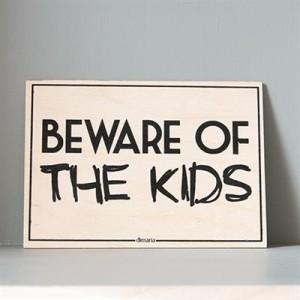 traeskilte_beware_kids_450.jpg