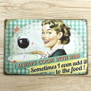 i-always-cook-with-wine-emaljeskilt.jpg