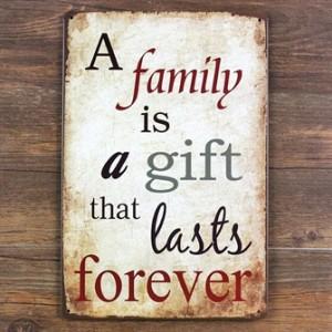 family-is-a-gift-emaljeskilt.jpg